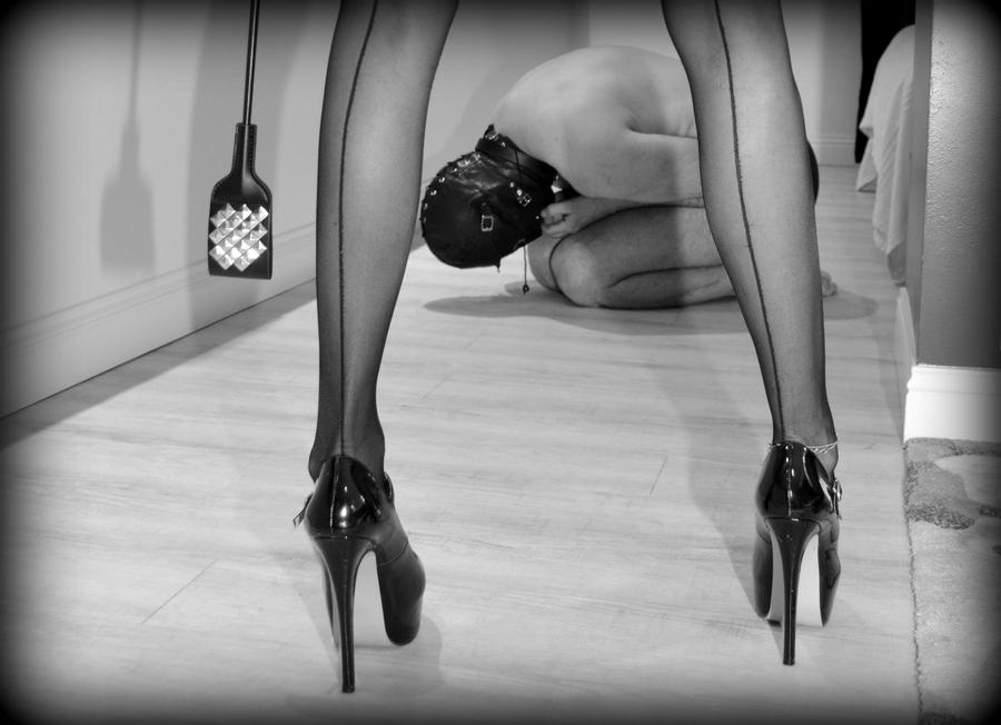 Maitresse Ninon recherche soumis fétichistes à Saumur
