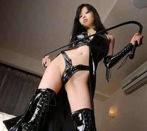 Maika, maitresse asiatique à la recherche de lopettes à dominer sévèrement